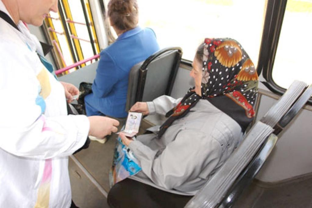 социальная доплата пенсионерам на транспорт