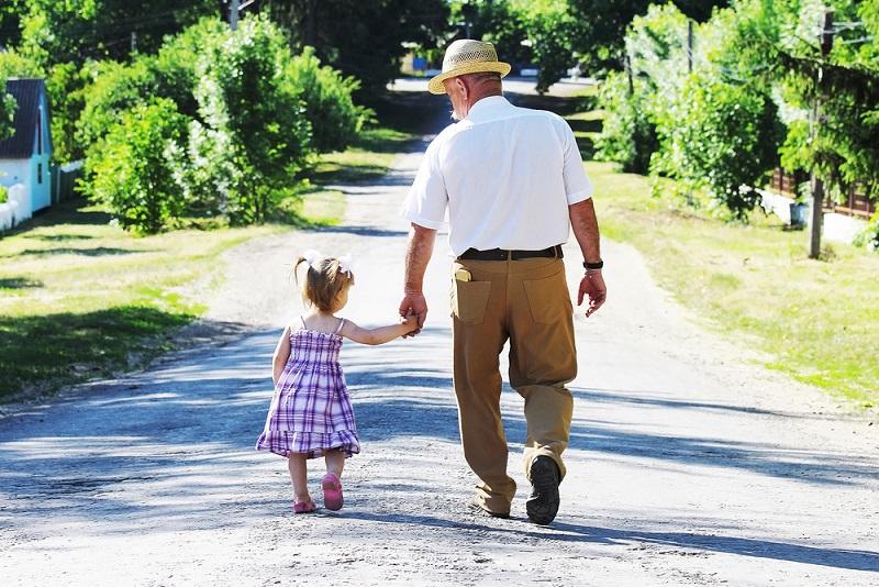 отдыхать с внуками или самим