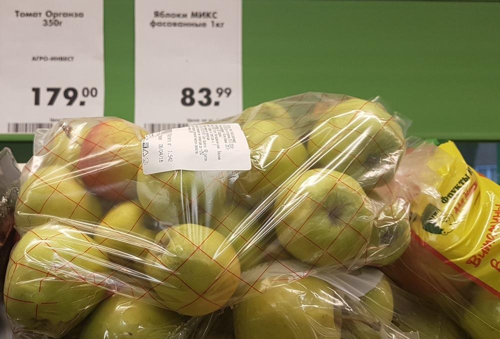 иногда удается купить натуральные яблоки