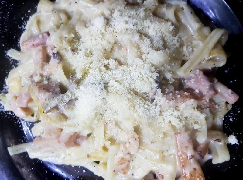 Вкусная лапша с сырным соусом